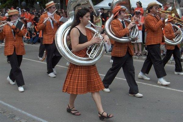 El sousafón se utiliza en las bandas de marcha.