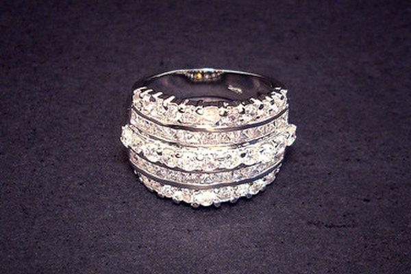 Los diamantes simbolizan los 60 años de matrimonio.