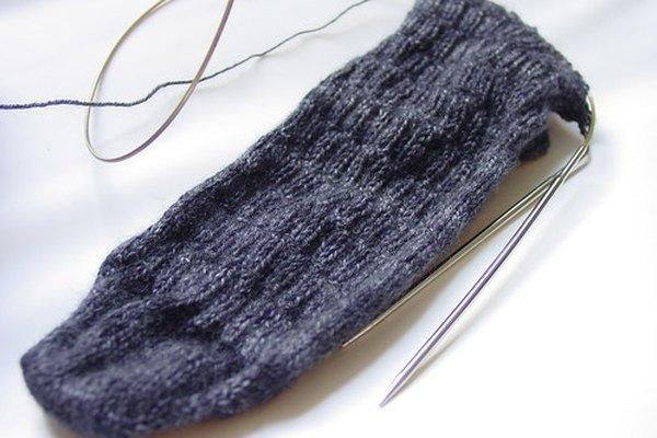 Es posible llevar agujas de tejer en un avión.