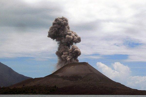 Un volcán es una característica que se puede representar en un mapa topográfico.