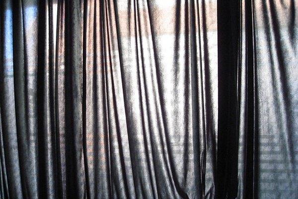 Las cortinas de voile de algodón permiten que la luz brille.
