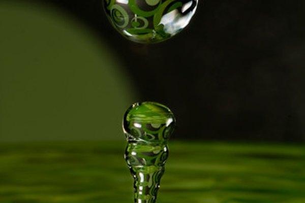 El estadounidense promedio utiliza 100 galones (378 l) de agua por día.
