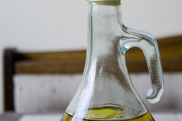El aceite de oliva es un ingrediente básico en la cocina española.