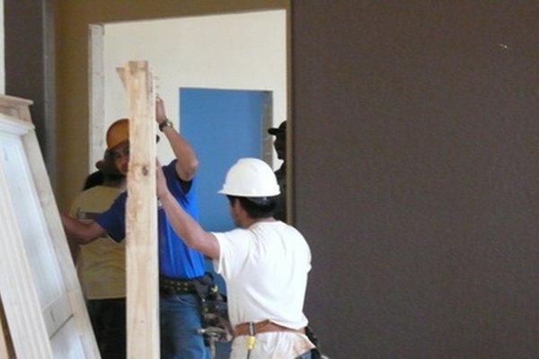 Iniciar una pequeña empresa de construcción requiere de una planificación cuidadosa.