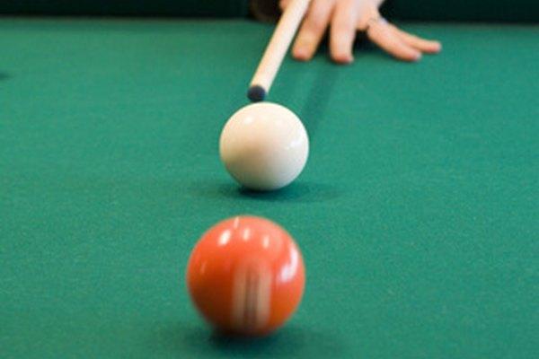 Calcular el ángulo de tiro es una parte esencial de jugar billar.