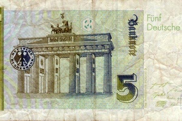 La moneda a menudo utiliza diseños de marcas de agua para evitar la distribución de imitaciones.