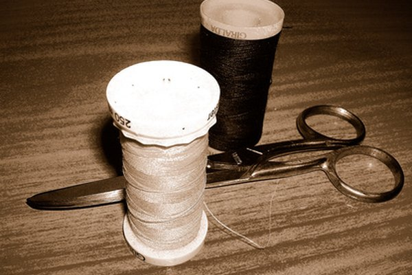 En medio de las fábricas ruidosas, la costureras realizan trabajos especiales a mano como apliques, de acuerdo con la Oficina de Estadísticas Laborales de Estados Unidos.