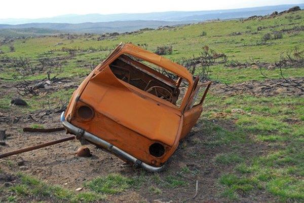 Los coches abandonados están en todas partes.
