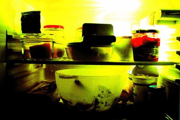 El Freón actúa como refrigerante en muchos refrigeradores.