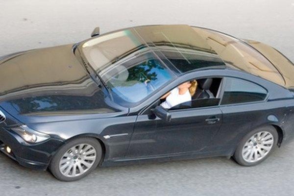 El embargo y entregar voluntariamente el auto son prácticamente lo mismo.