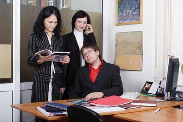 La mayoría de los empleados asalariados no califican para el pago de horas extras.