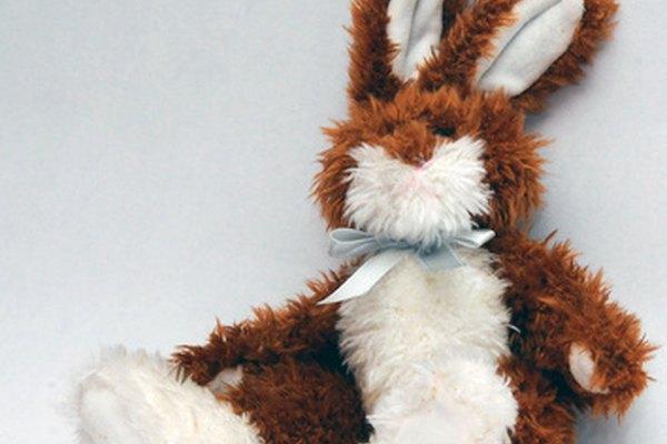 Acaricia suavemente a tu conejo y luego déjalo ir.