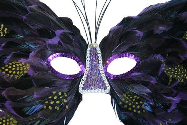 Las máscaras de disfraces pueden ser elaboradas o sencillas.