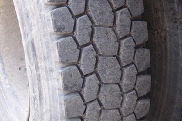 Si las grietas de los neumáticos se vuelven demasiado profundas son motivo de preocupación.