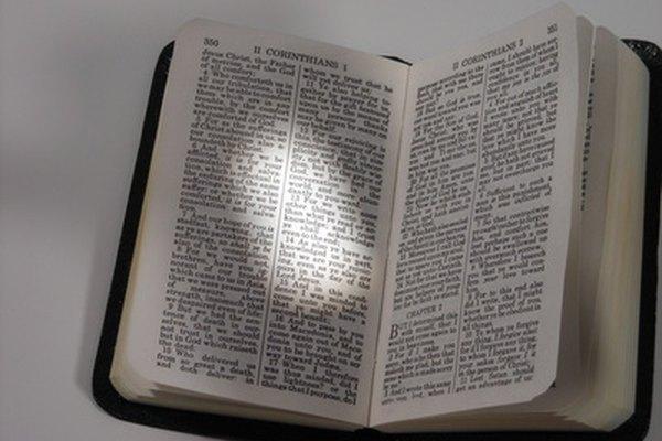 La Biblia se usa en la religión cristiana para enseñar valores y moral.