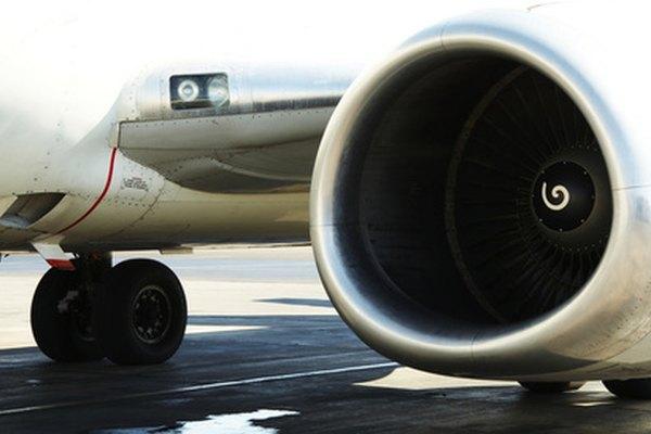 Los ventiladores de un motor de avión toma grandes cantidades de aire.