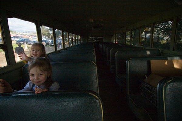 Los conductores de autobuses escolares son responsables de la seguridad de los niños que transportan.