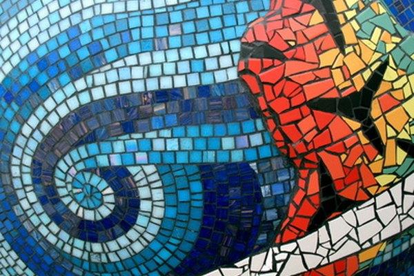 Convierte el vidrio roto en un arte con mosaicos.