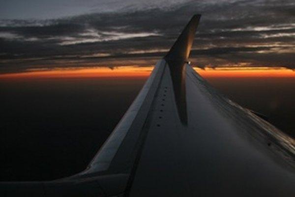 El titanio es un metal super fuerte que se utiliza en las alas de los aviones.
