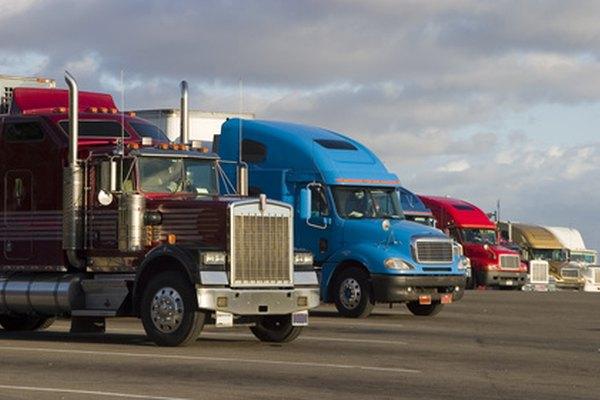 Los conductores de camiones con remolque deben tener cuidado en las rutas para evitar accidentes.