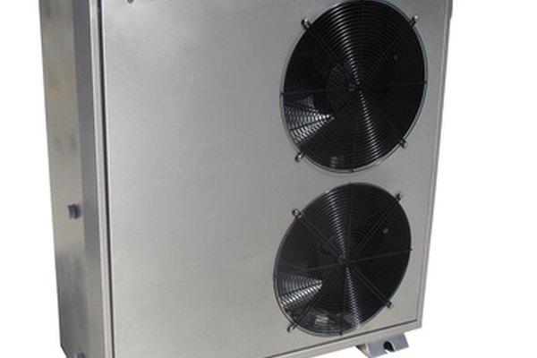 Los técnicos HVAC instalan y reparan las unidades de refrigeración.