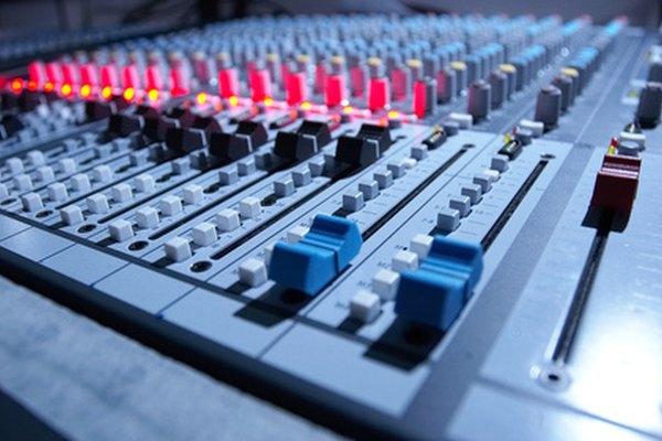 Conecta tu mezclador de audio a un amplificador.