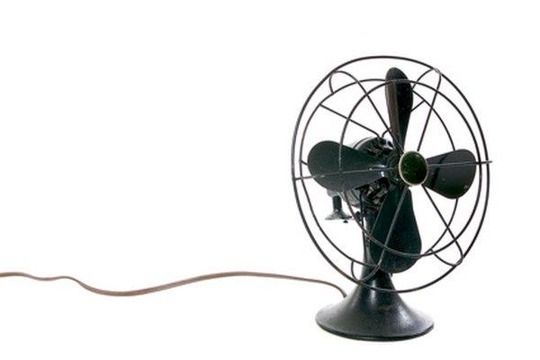 La cantidad de aire que un ventilador empuja se puede calcular.
