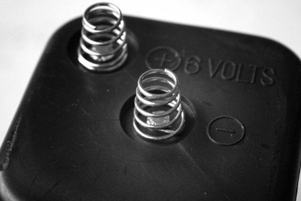 Con el envejecimiento, la batería puede perder su capacidad de entregar los 12 voltios de energía que el arranque necesita.