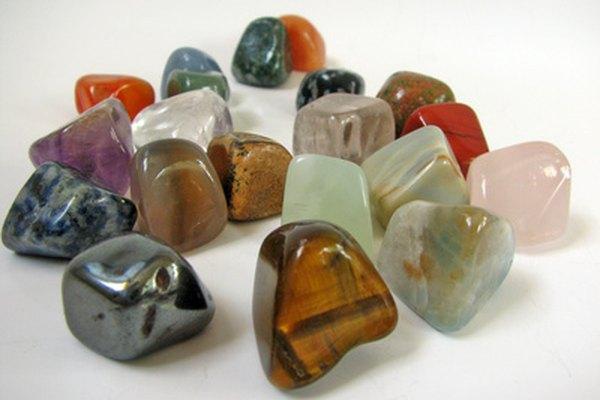 Las mezcladoras rotatorias alisan y redondean los ángulos de las piedras.