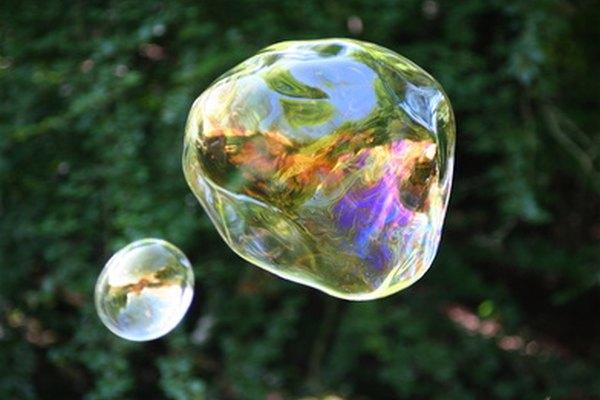 Usa hielo seco para congelar burbujas.