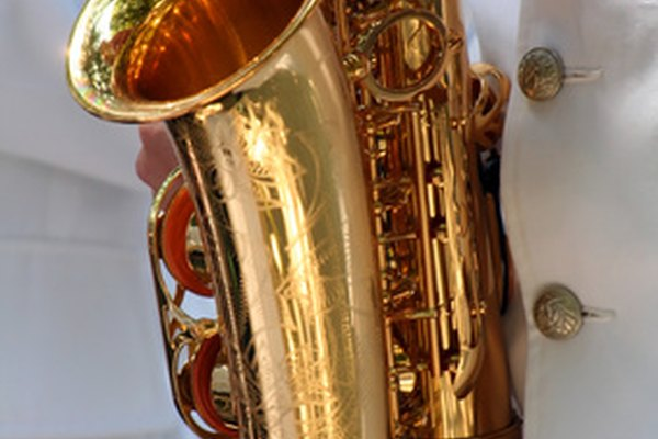 No todos los tipos de saxofones tiene la bocina curva del saxofón alto.
