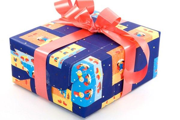 Ve más allá de lo tradicional con un negocio de envoltura de regalos.