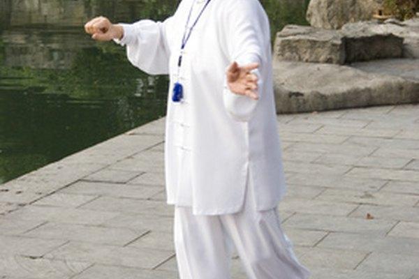 Los uniformes de tai chi reflejan la serenidad elegante de la práctica espiritual para quienes los usan.