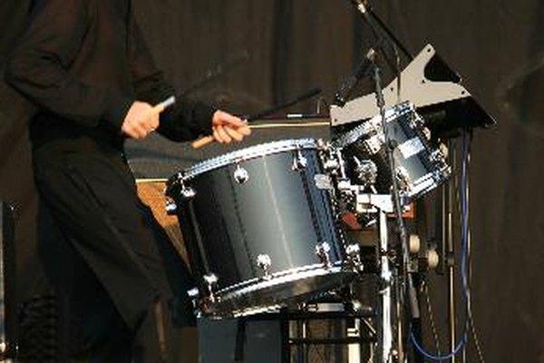 El ajuste del pedal de bombo ayuda a mejorar el desempeño del baterista.