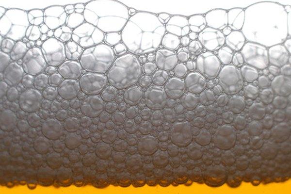 Atrae clientes a tu bar de deportes con cerveza fría y espumosa.