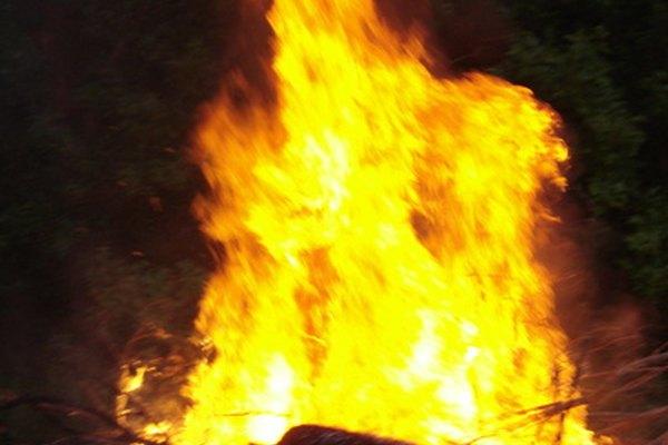 El fuego es una reacción de reducción-oxidación muy común y peligrosa.