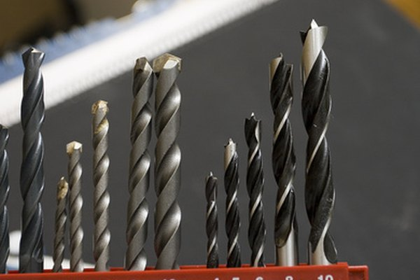 Taladrar en metal requiere brocas especiales para poder hacer el trabajo satisfactoriamente.