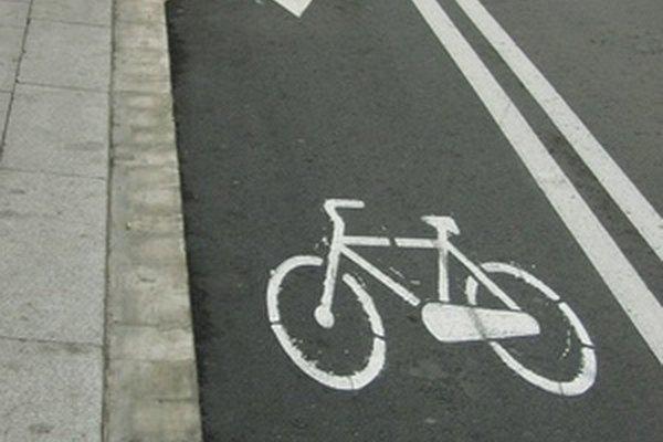 Las mejores bicicletas para uso en asfalto tienen llantas de calibre razonablemente delgado para una mínima resistencia al pavimento.