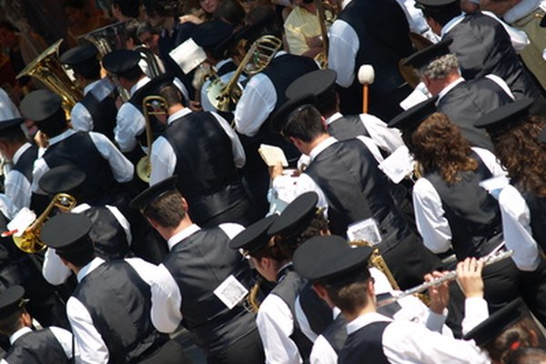 Una orquesta puede tener tanto como 100 músicos.