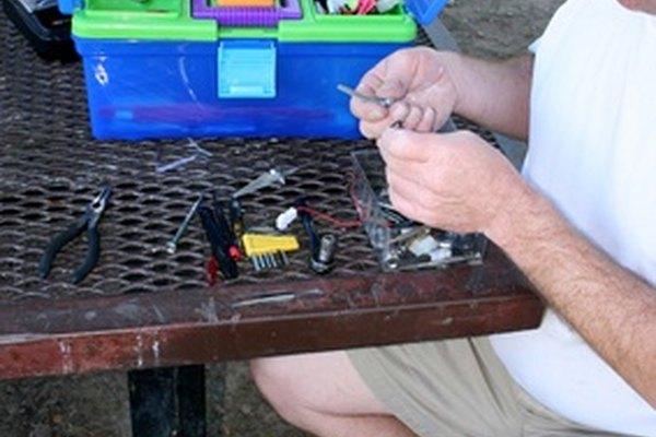 Los juguetes a control remoto no son tan difíciles de arreglar como para tirarlos en cuanto se descomponen.
