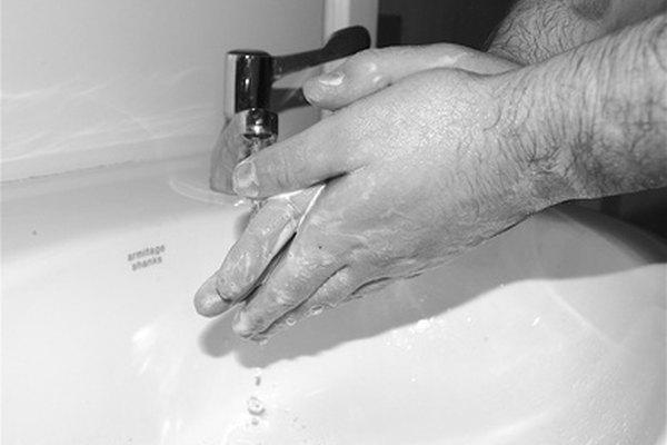 Lavarse las manos ayuda a eliminar las eubacterias como los estreptococos y E. coli.