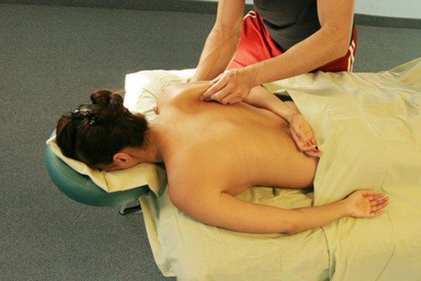 Muchos estados exigen que un terapeuta de masajes tenga una certificación nacional antes de poder poner en práctica su formación.