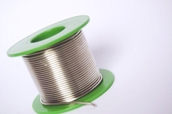 La soldadura está disponible en rollos para su facilidad de uso.