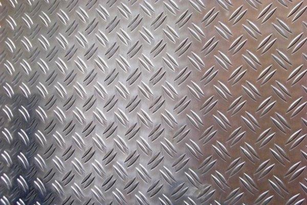 El aluminio aumenta su dureza cuando se le añaden otros minerales.