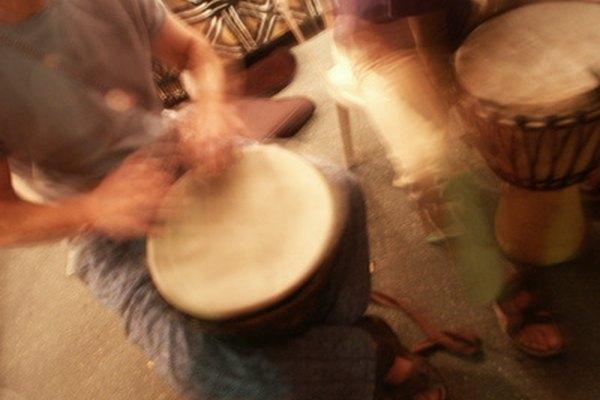 ¿Qué podría ser más divertido que tocar tu propio tambor de madera hecho a mano?