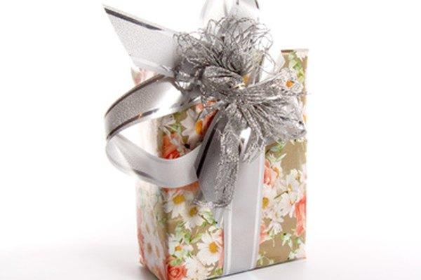 Los regalos corporativos decorados creativamente promocionan la imagen de tu compañía.