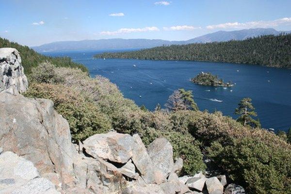 El lago Tahoe está en la frontera que limita California con Nevada.