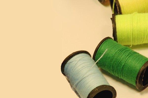 Ajustar el tiempo en una máquina de coser Singer es necesario para el mantenimiento.