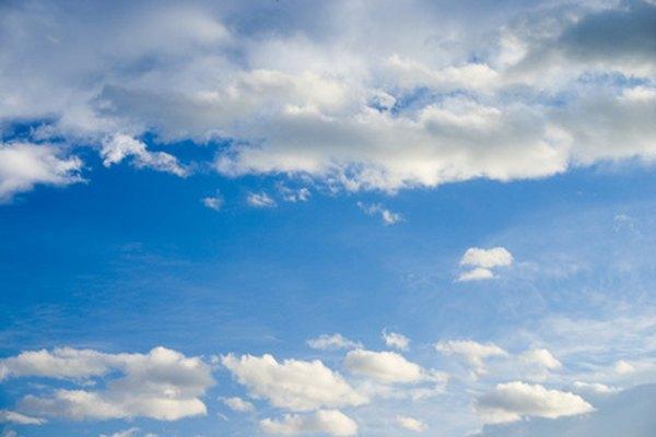 Pinta cielos con acrílico.