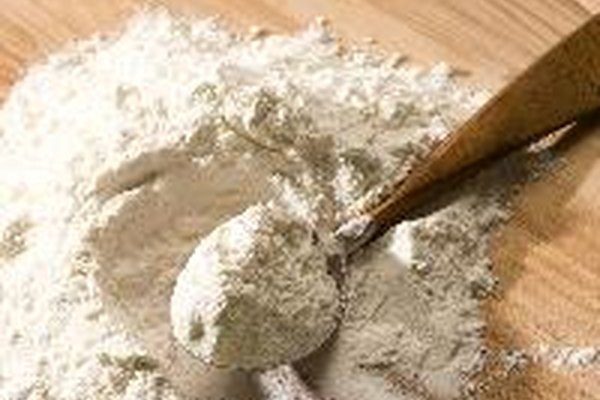 La fórmula básica se compone de agua, harina y papel.
